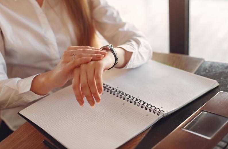 Delegování práce a úkolů na virtuální asistentky vám ušetří čas pro podnikání. Zdroj: Pexels.com